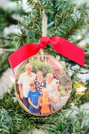 craftaholics anonymous diy wood slice photo ornament