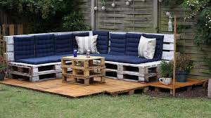 fabriquer un canap en palette 20 idées pour fabriquer un salon de jardin avec des palettes
