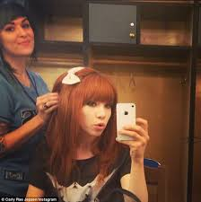 carly rae jepsen hairstyle back carly rae jepsen misses her mark at baseball game only to hit a