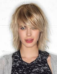 feathered mid length hairstyles medium feathered hairstyles fade haircut