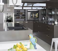 perene cuisines cuisine avec ilot central et table ouverte sur le salon perene