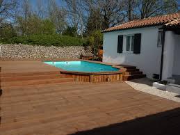 amenagement exterieur piscine habillage bois d u0027une piscine semi enterrée pose parquet var sppr
