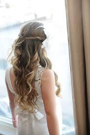 Abiball Frisuren Lange Haare Offen by Lange Haare Mit Locken Halboffene Frisur Mit Weißem Blumen