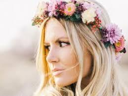 fleurs cheveux mariage coiffures de mariage la couronne de fleurs par headband