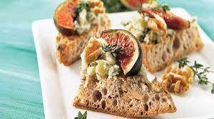 canap au fromage canapés aux figues et au fromage bleu recettes iga apéro