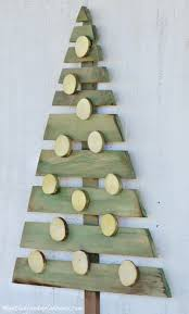 pallet christmas tree diy wood pallet christmas tree meatloaf and melodrama
