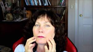 what hairstyle for an oval with jowls best haircuts for jowls hairstyles an aging face with best