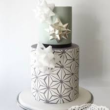 wedding cakes for christmas or winter weddings brides