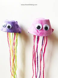 egg carton jellyfish puppets easy and fun painting craft for kids