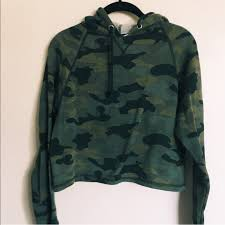 army pattern crop top h m tops army print cameo crop top hoodie poshmark