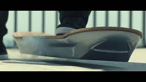 lexus un hoverboard l hoverboard de lexus flotte dans les airs mp4 flv mkv