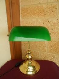 le de bureau banquier laiton verre vert lampe de bureau notaire banquier pied en laiton abat jour opaline