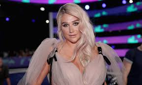 kesha u0027lost u0027 her seat at the vmas was forced to sit on the floor