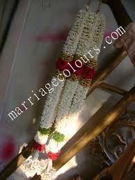 Garlands For Indian Weddings White And Purple Garland Indian Garland Flowers Garlands