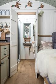 Tiny Homes Interior Pictures by Best 25 Shepherds Hut Ideas On Pinterest Bus House Shepherds