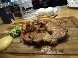 morice cuisine steak z veprove krkovicky s videnskou cibulkou francouzska horcice