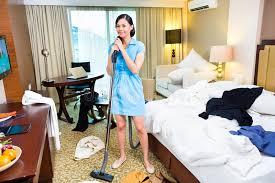hotel femme de chambre nettoyage de femme de chambre dans l hôtel asiatique image stock