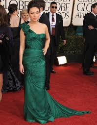mila kunis in vera wang 2011 golden globe awards red carpet