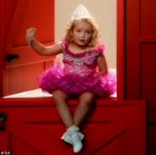 Toddlers And Tiaras Controversies Business Insider - first look at toddlers tiaras star six in trailer for here comes