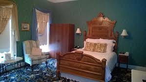 Iowa travel bed images 8 places to sleep just steps from the mississippi river jpg