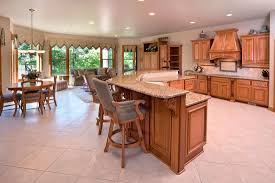 what color flooring looks best with maple cabinets what color countertops goes with maple cabinets home decor