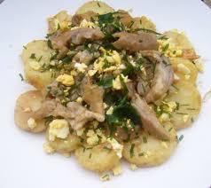 cuisiner des pieds de cochon 1 par personne salade canaille de pieds de porc et pommes de
