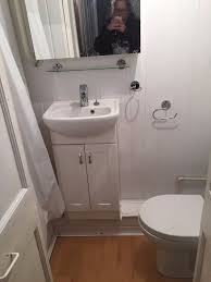 a self contained studio with on suite bathroom to let 175 p w