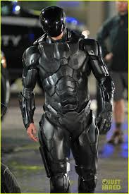 Robocop Halloween Costume Joel Kinnaman Suits Costume U0027robocop U0027 Reshoots Photo
