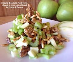 insalata di sedano e mele insalata di sedano mela verde gherigli di noce e pinoli tostati
