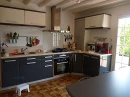 comment moderniser une cuisine en chene moderniser une cuisine en bois cuisine gris et bois en 50 modles