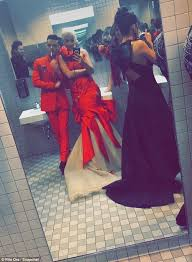 Lighting A Match In The Bathroom by Stars Flout Ny Smoking Ban By Lighting Up At The Met Gala Daily