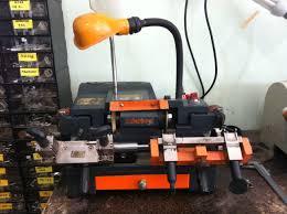 auto locksmith specialist for locksmith tool supplies car key