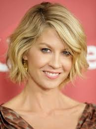 haircut bob wavy hair short wavy bob hairstyle jenna elfmans best new haircut 7