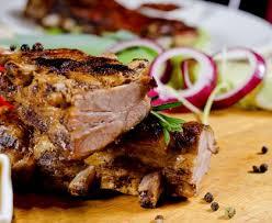 cuisiner travers de porc travers de porc caramélisés au four recette de travers de porc