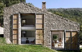The Stable Home Decor Abandoned Stable Becomes An Off Grid Home Home Design Garden
