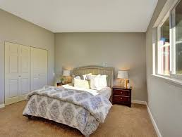 schlafzimmer teppichboden schlafzimmer mit teppichboden und türen zum eingebauten