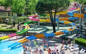 campeggio con parco acquatico lago di garda villaggio con piscine