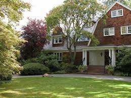gambrel style homes 20 examples of homes with gambrel roofs photo examples