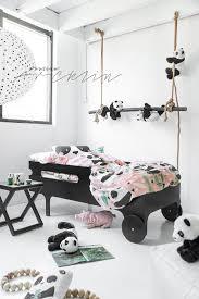 chambre enfant m une chambre sur le thème des pandas noir blanc enfant panda