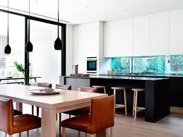 lack kchen schwarz schwarz weiße küche mit aquarium und essplatz firmenküche