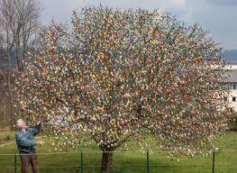 easter egg tree topshots germany easter eggs offbeat