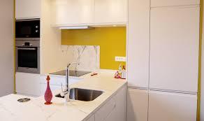 maitre de la cuisine cuisine contemporaine dans une maison de maître