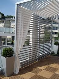 sichtblende balkon balkon mit holzfliesen und sichtschutz garten und balkon