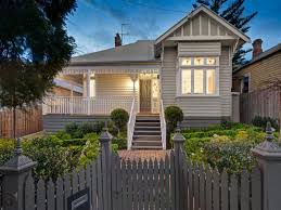 love this cute weatherboard in canterbury vic 3126 exterior