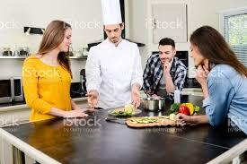 cours de cuisine pour professionnel photo de chef personnel professionnel cuire dans maison de cuisine