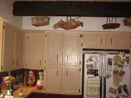 how to paint above kitchen cabinets what color should i paint above the cabinets