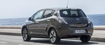 nissan leaf zero deposit nissan leaf gets longer driving range for 2016 carwow