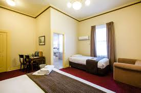 accommodation hawthorn king spa room the glenferrie hotel