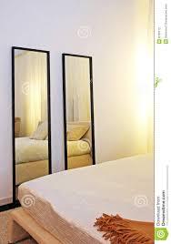 schlafzimmer spiegel schlafzimmerspiegel stockfotografie bild 8739112
