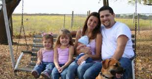 can you spot creepy reason photo of family sitting on bench has